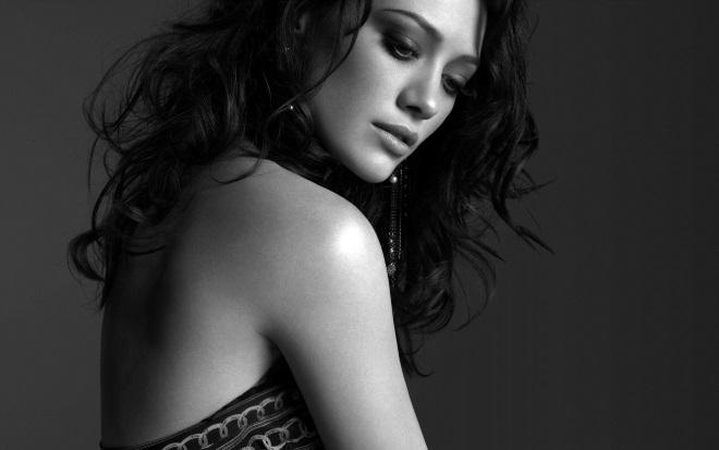 Девушка черно-белый снимок