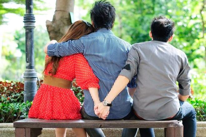 Девушка с двумя парнями
