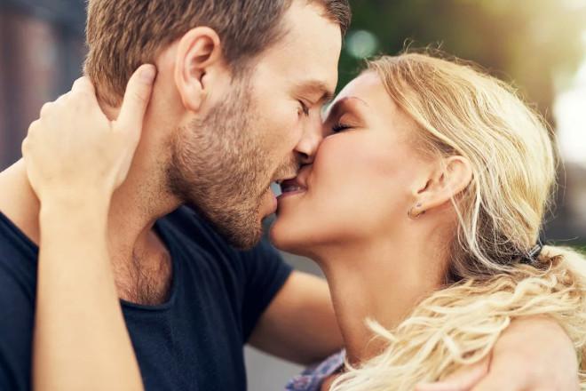 Прикосновение губами