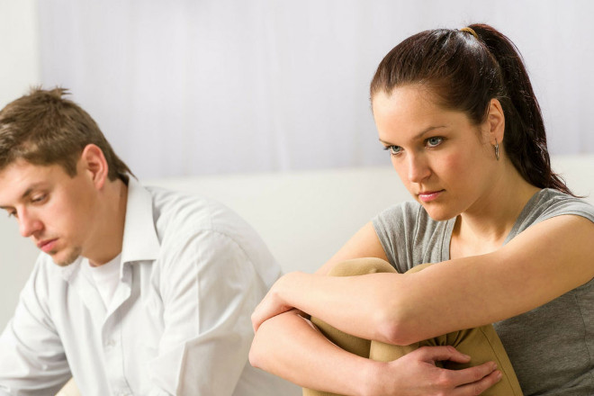 Парень с девушкой в ссоре